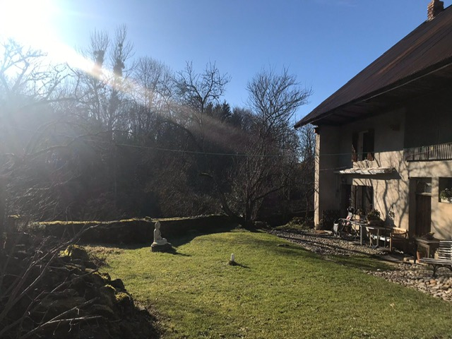 Maison avec un jardin